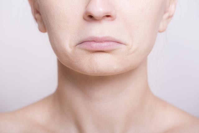 唇が日焼けで荒れてしまった|カサカサの原因と治し方紹介します。